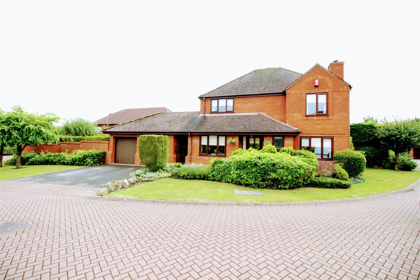 4 Bedrooms Detached House for sale in The Bramptons, Shaw, Swindon